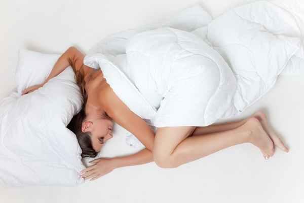 Jak lepiej sypiać – żelazne zasady zdrowego snu