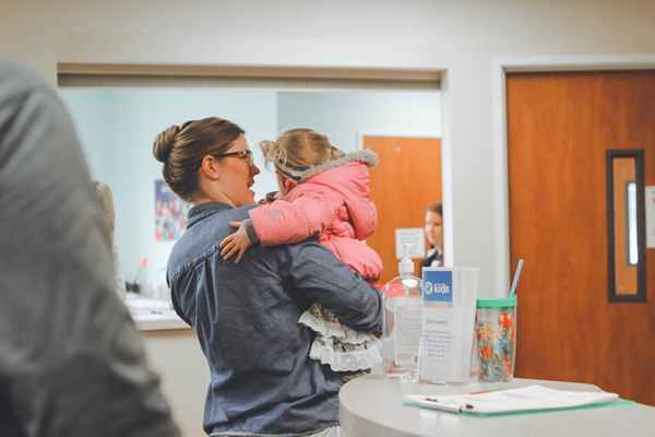 Fizjoterapia dzieci - kiedy udać się z niemowlakiem na rehabilitację?